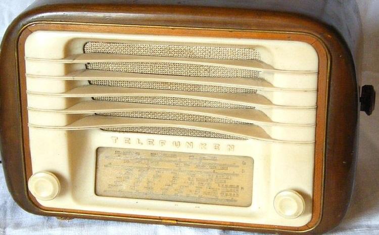 RADIO E DINTORNI. CONVERSAZIONE SUL MONDO DELLA RADIO
